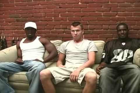 darksome Thugs Sharing The a-gap Of A Whiteboi