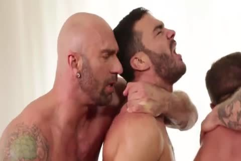 Muscle males In yummy raw orgy