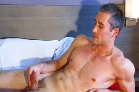 Full clip scene: A blameless str8 Neighbour gets Serviced His gigantic 10-Pounder By A twink!
