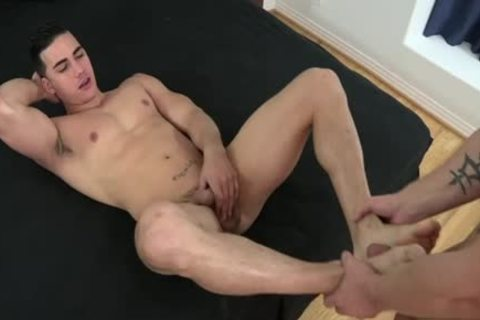 Muscle homo Foot With Facial