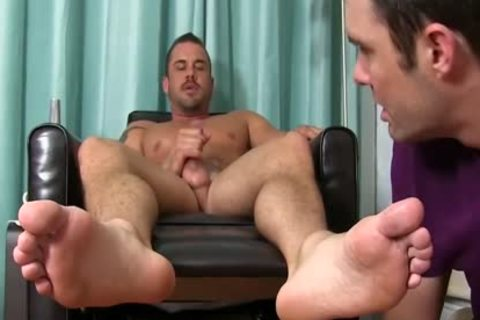 Darin gets His Feet Worshipped By Cameron