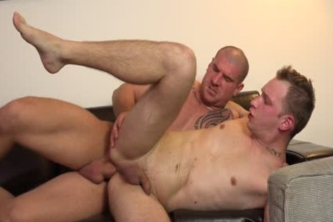 A Full oral stimulation And A handsome DILF!