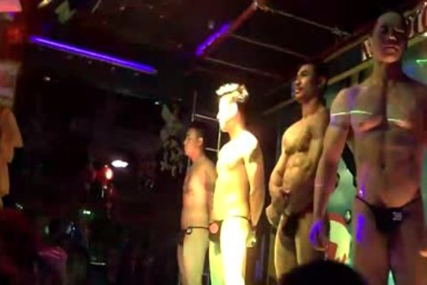 Thai Bodybuilder bare Club