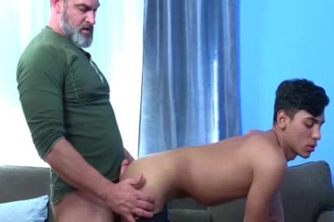 Latin Exchange Student acquires poked Hard By Daddy