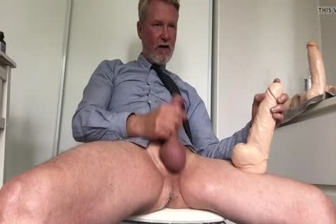 Daddy Cuming With large vibrator Inside