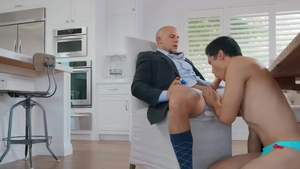 Realitydudes.com: Black haired Eli Hunter rushes handjob