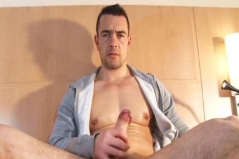 Beautifull Hetero Fitness daddy acquires Wanked His gigantic shlong By A lad !